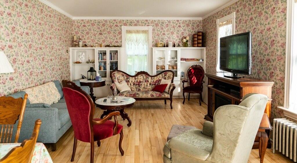 Америкаснкий колониальный стиль в интерьере небольшой комнаты