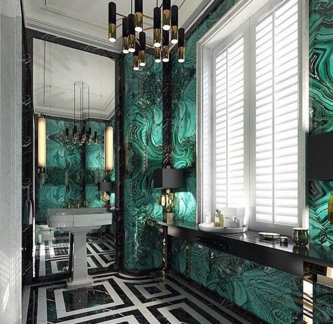Изысканное оформление бирюзовой ванной комнаты