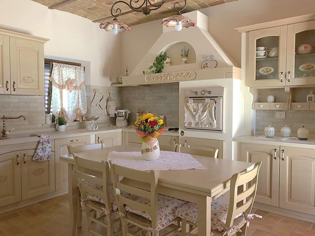 Интерьер кухни в стиле шебби-шик