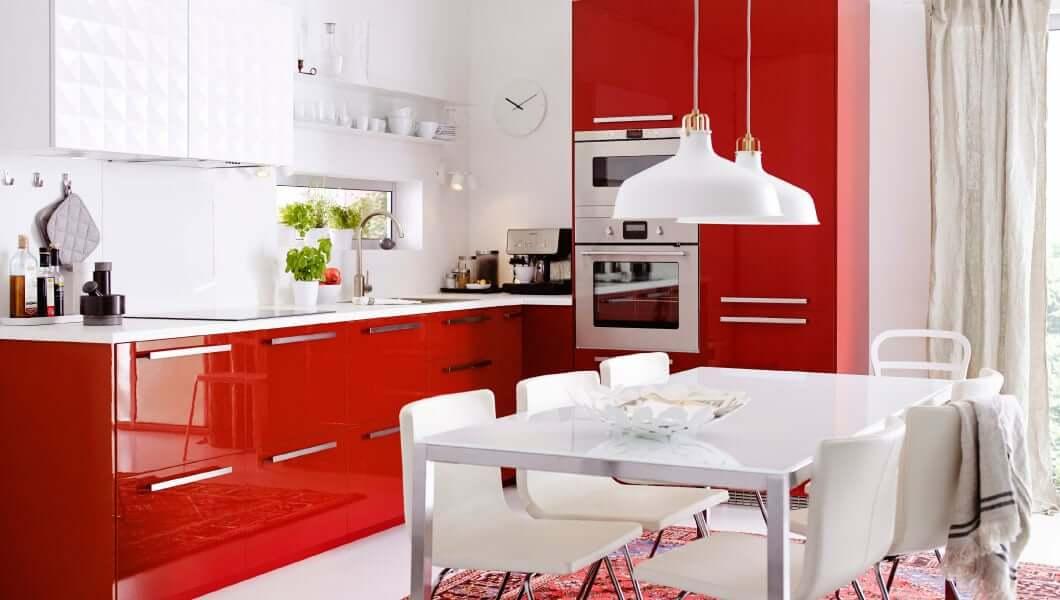 Красно-белая кухня в интерьере