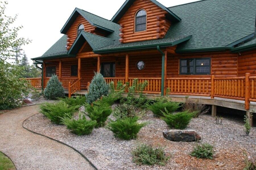 Бревенчатый загородный дом кантри
