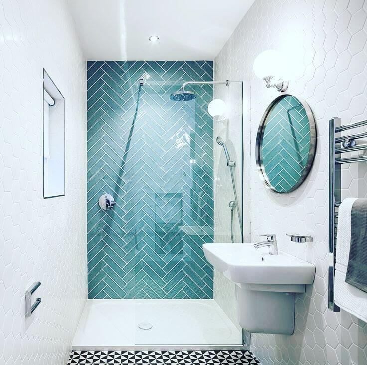 Классическое сочетание в бирюзовой ванной