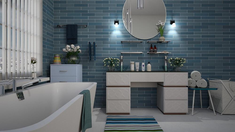 Сине-голубая плитка в ванной