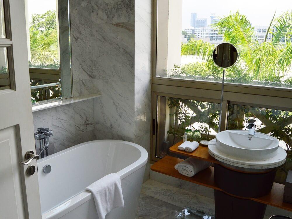 Мраморная отделка в дизайне ванной комнаты