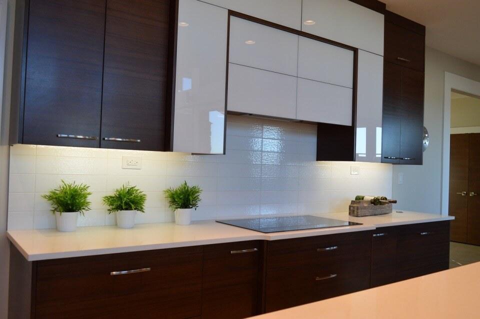 Геометричный кухонный фасад в стиле минимализм