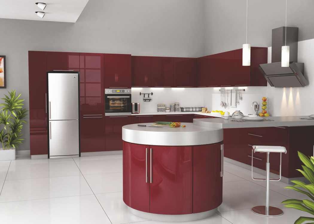 Вишневые тона в красно-белом кухонном пространстве