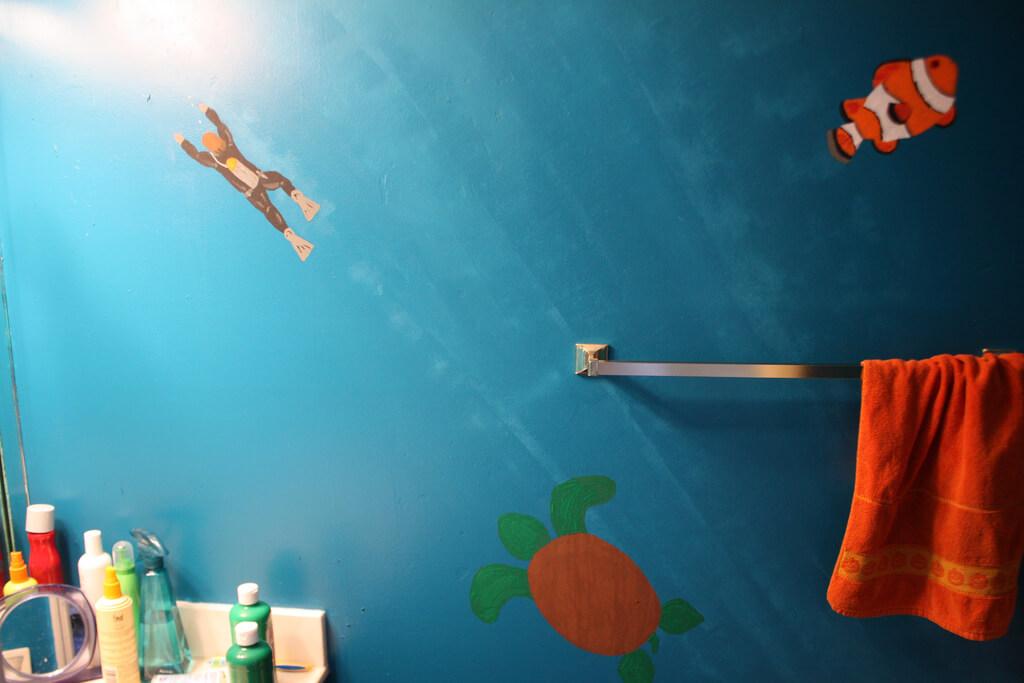 рисунки в бирюзовой ванной