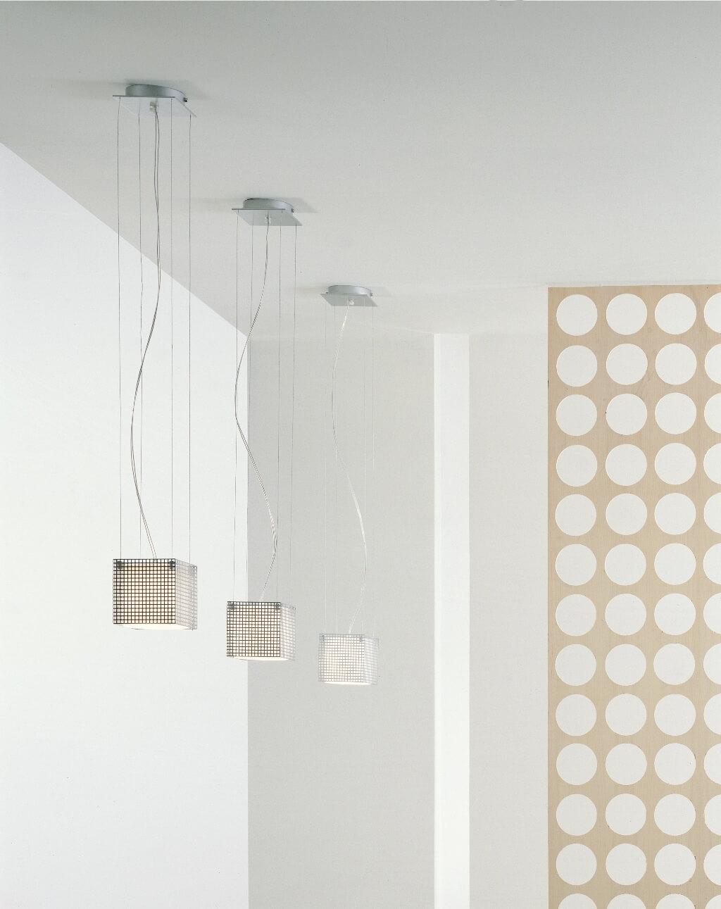 Светильники в светлой ванной комнате