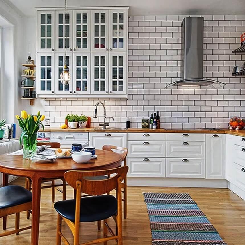 яркая кухня в скандинавском стиле