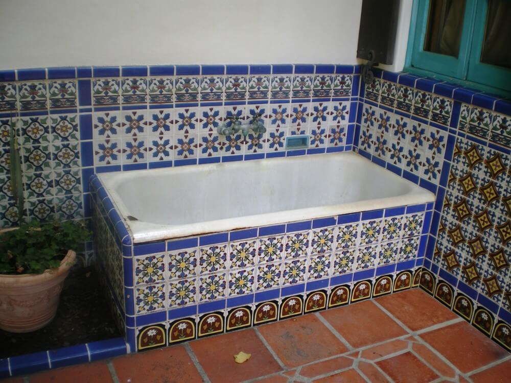 Восточные узорыв бирюзовой ванной