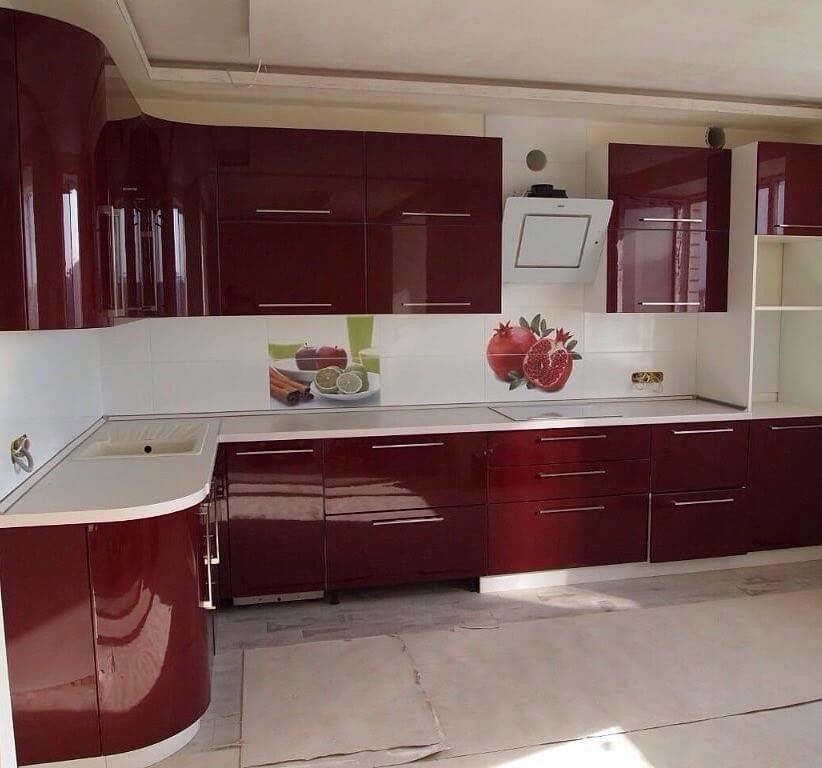 красные оттенки в дизайне кухни