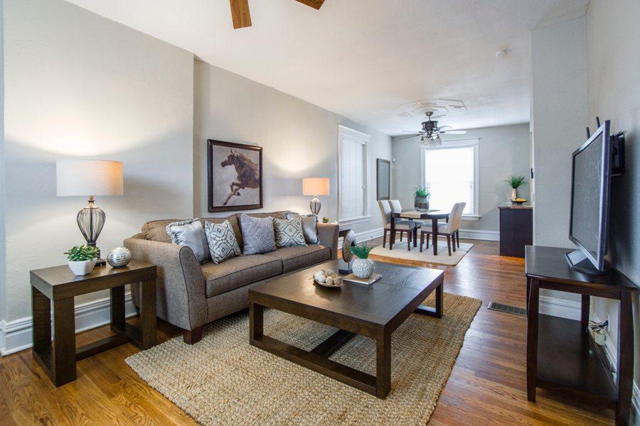 Современный интерьер гостиной комнаты
