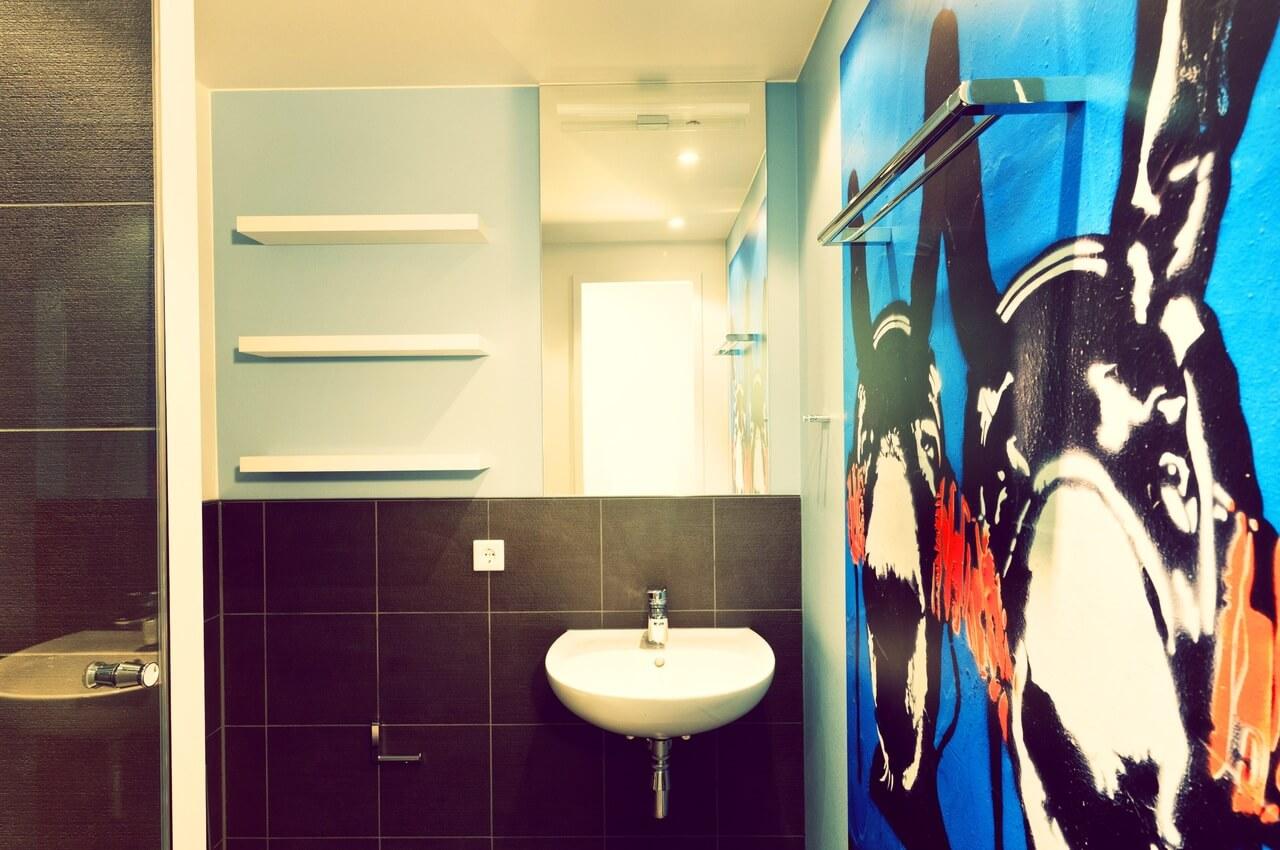 украшения стен бирюзовой ванной