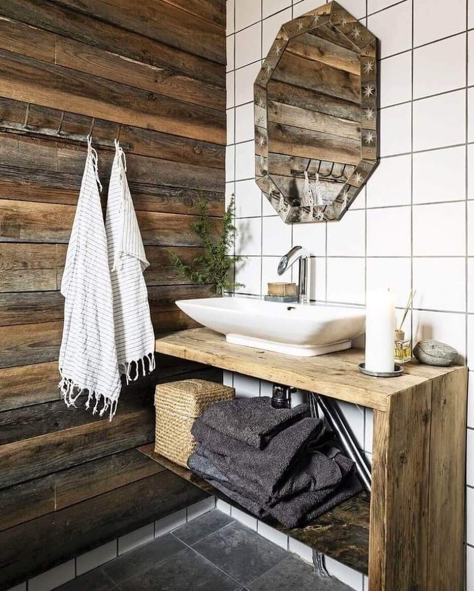 Натуральное дерево в лофт-ванной