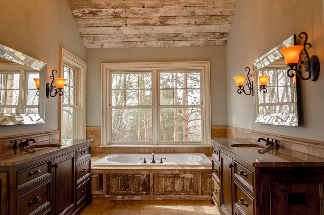 зеркальные поверхности и деревянная мебель