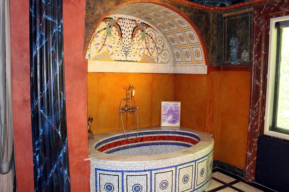 Восточный колорит в бирюзовой ванной