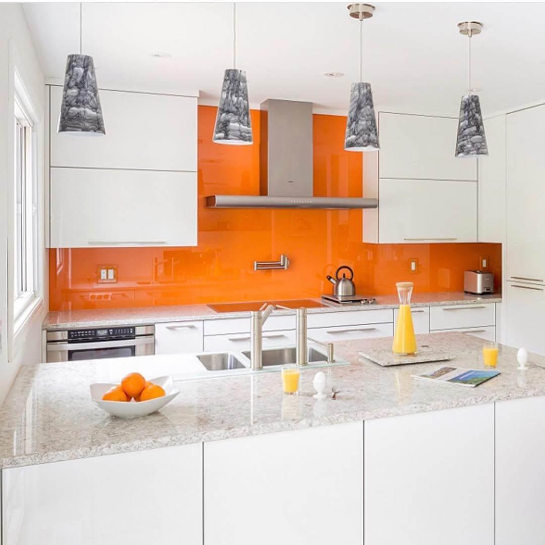 Фартук оранжевой кухни в интерьере