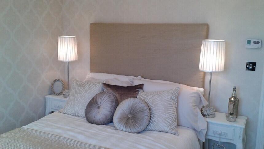 Геометрический рисунок в маленькой спальне