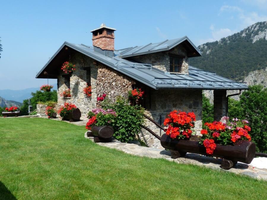 Уютный дом в стиле кантри в горах