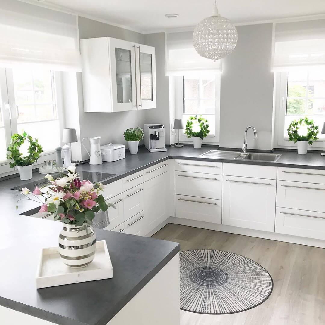 большой красивая белая кухня фото крабозаводском