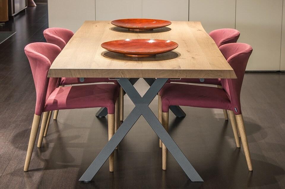 кухня с розовой мебелью