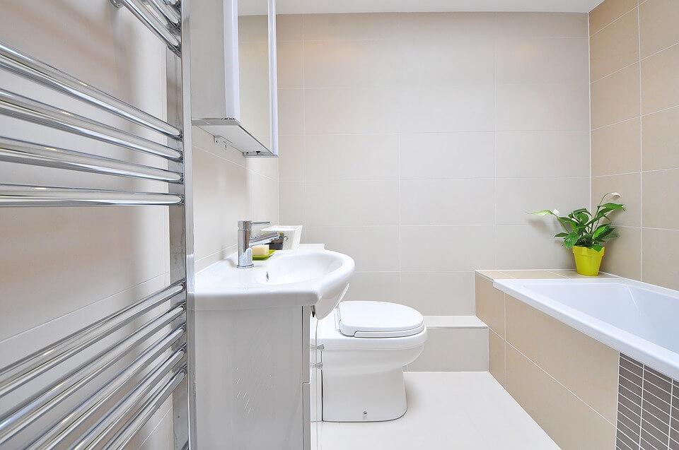 светлая ванная комната