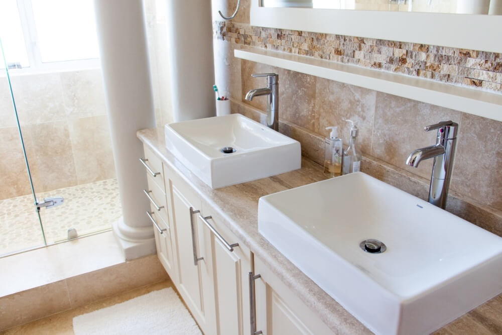 декоративный камнень в дизайне ванной