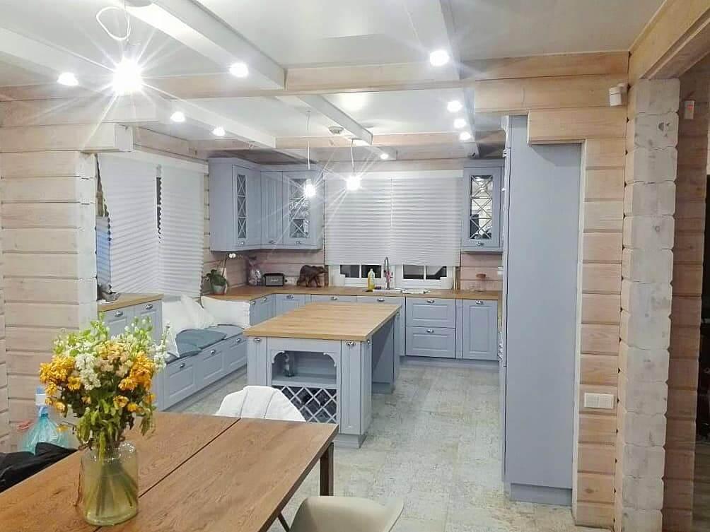 белая кухня сруб
