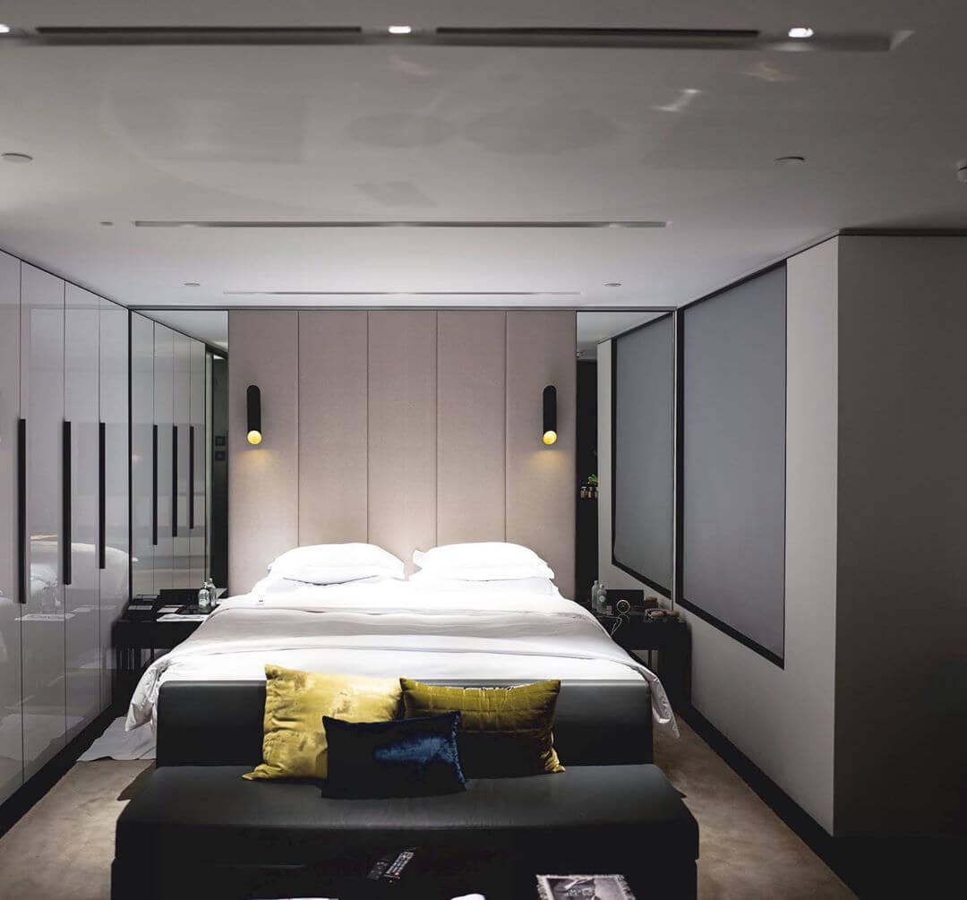 Хай-тек в небольшой спальне