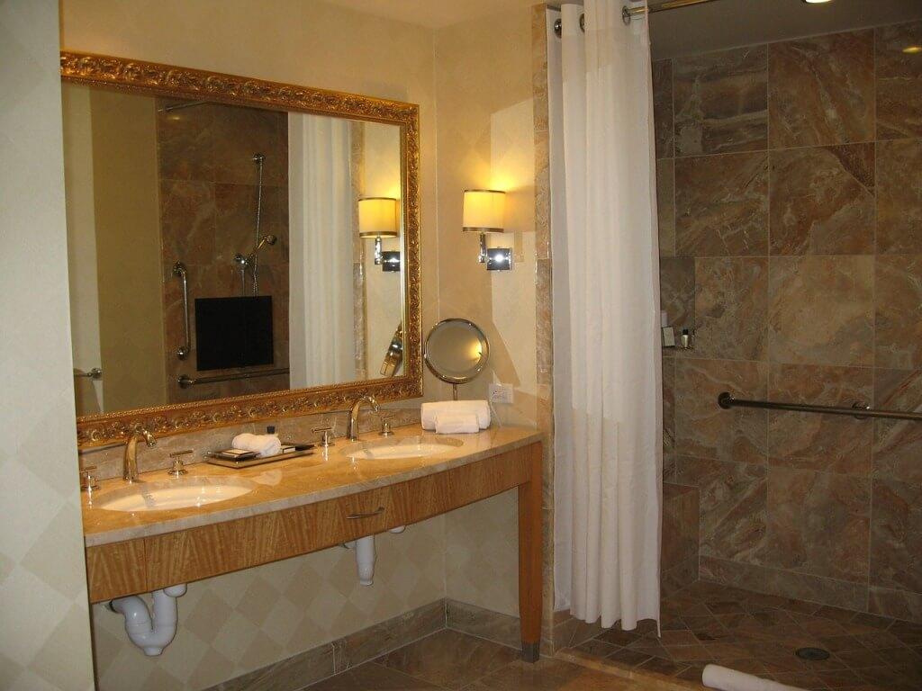 зеркало в ванной в ретро стиле