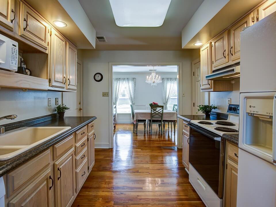 яркая кухня в классическом стиле