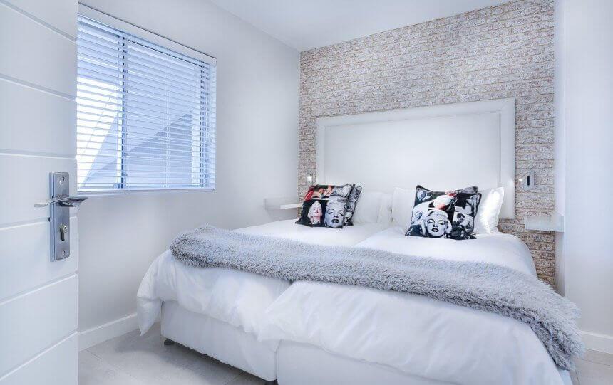 акцентная стена в маленькой спальне