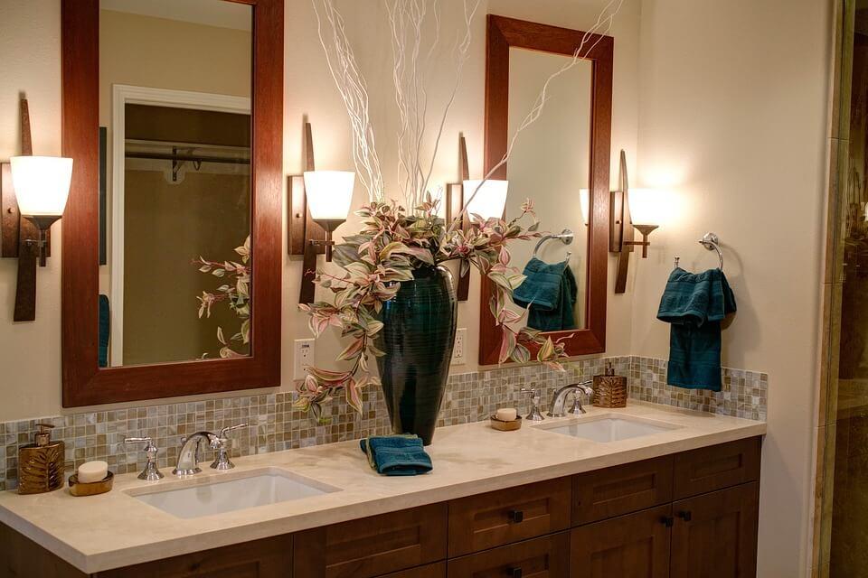 элементы для дополнения стилистики бирюзовой ванной комнаты
