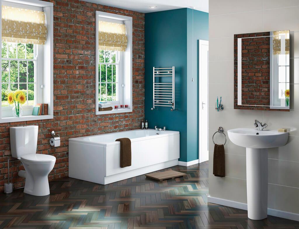 Яркий акцент в просторной ванной
