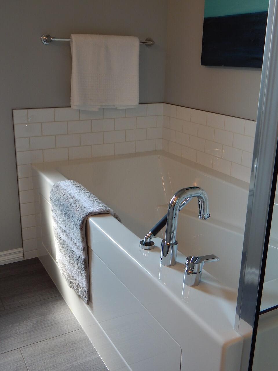 экран в акрилой ванной