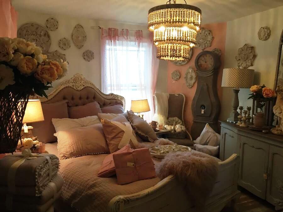 Пудровые цвета в интерьере спальни