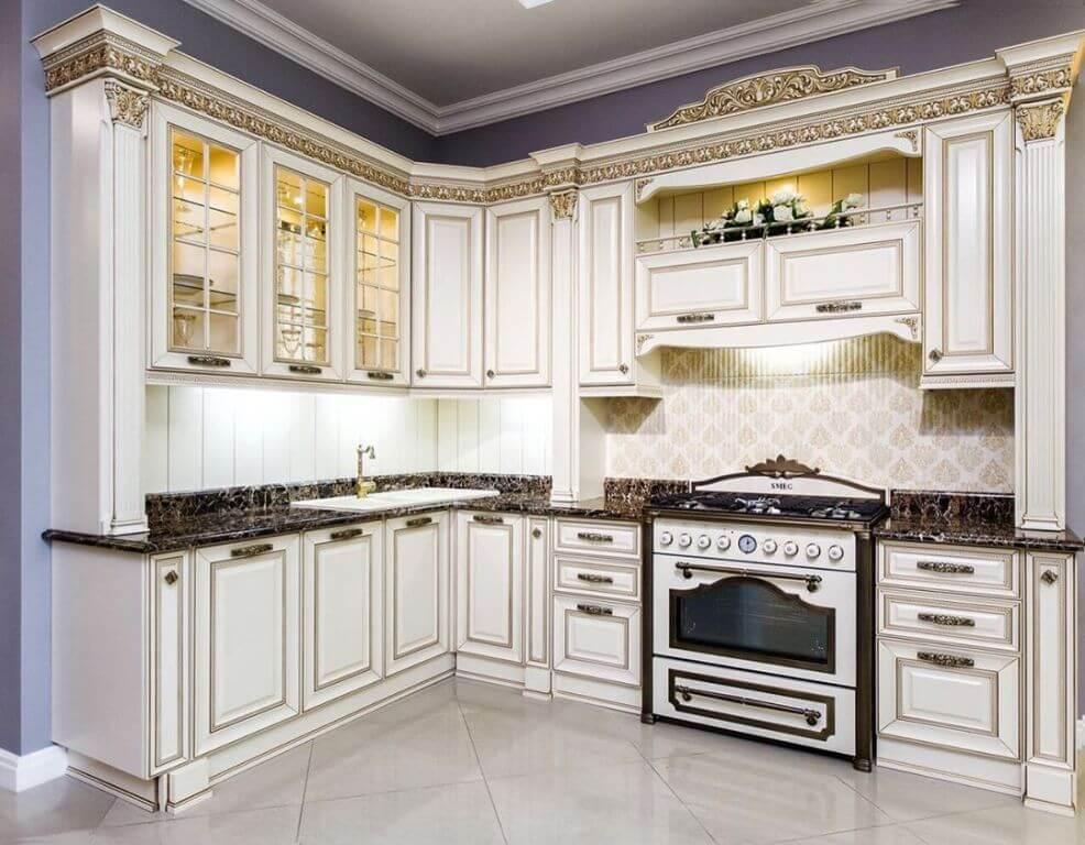 Классическая кухня с позолотой