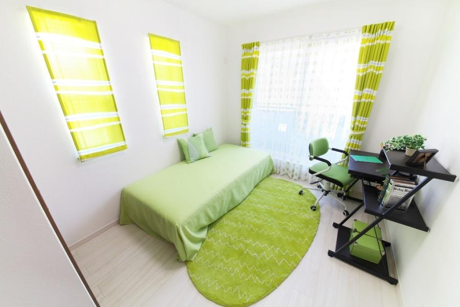 Зеленый цвет в минималистическом стиле