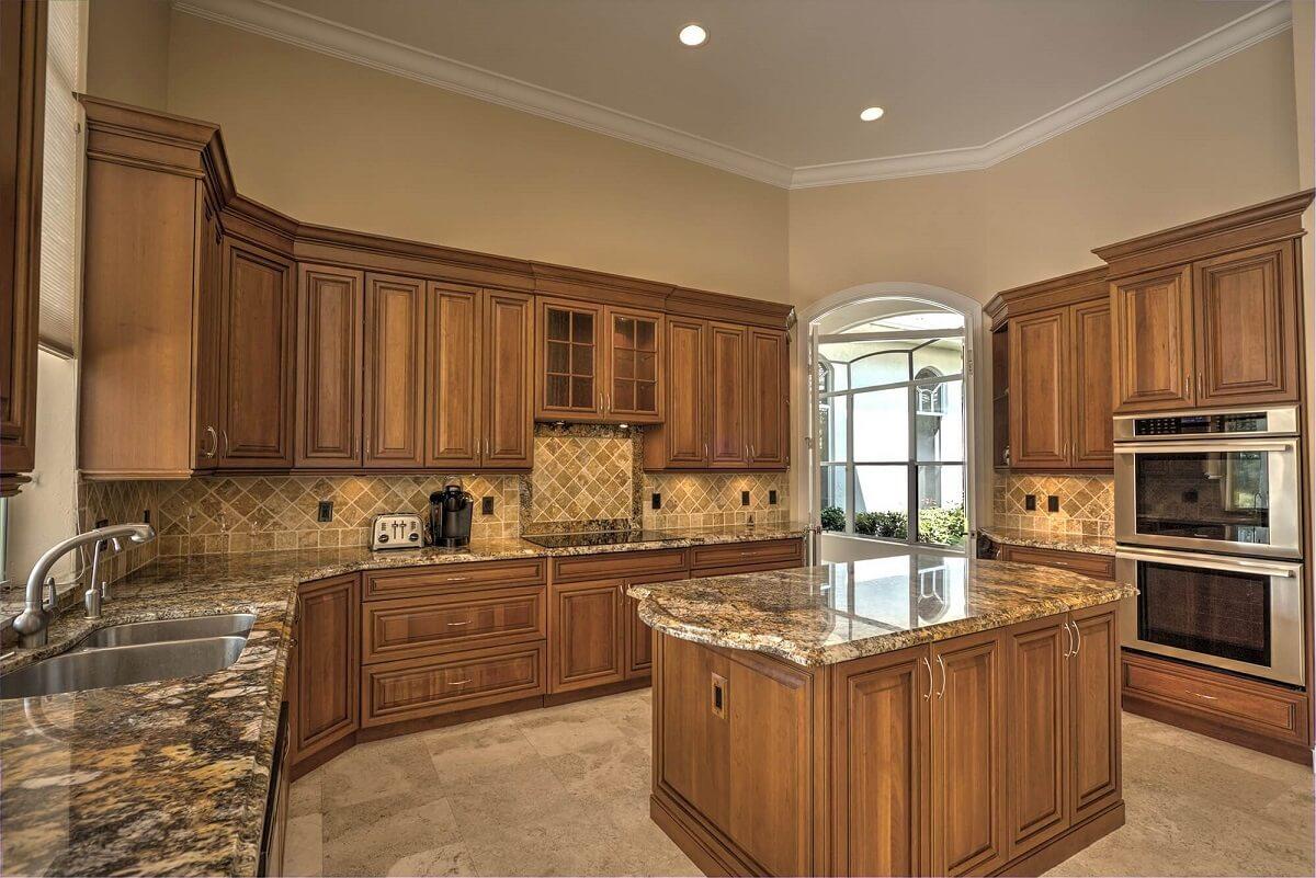 фото классической кухни в коричневом стиле