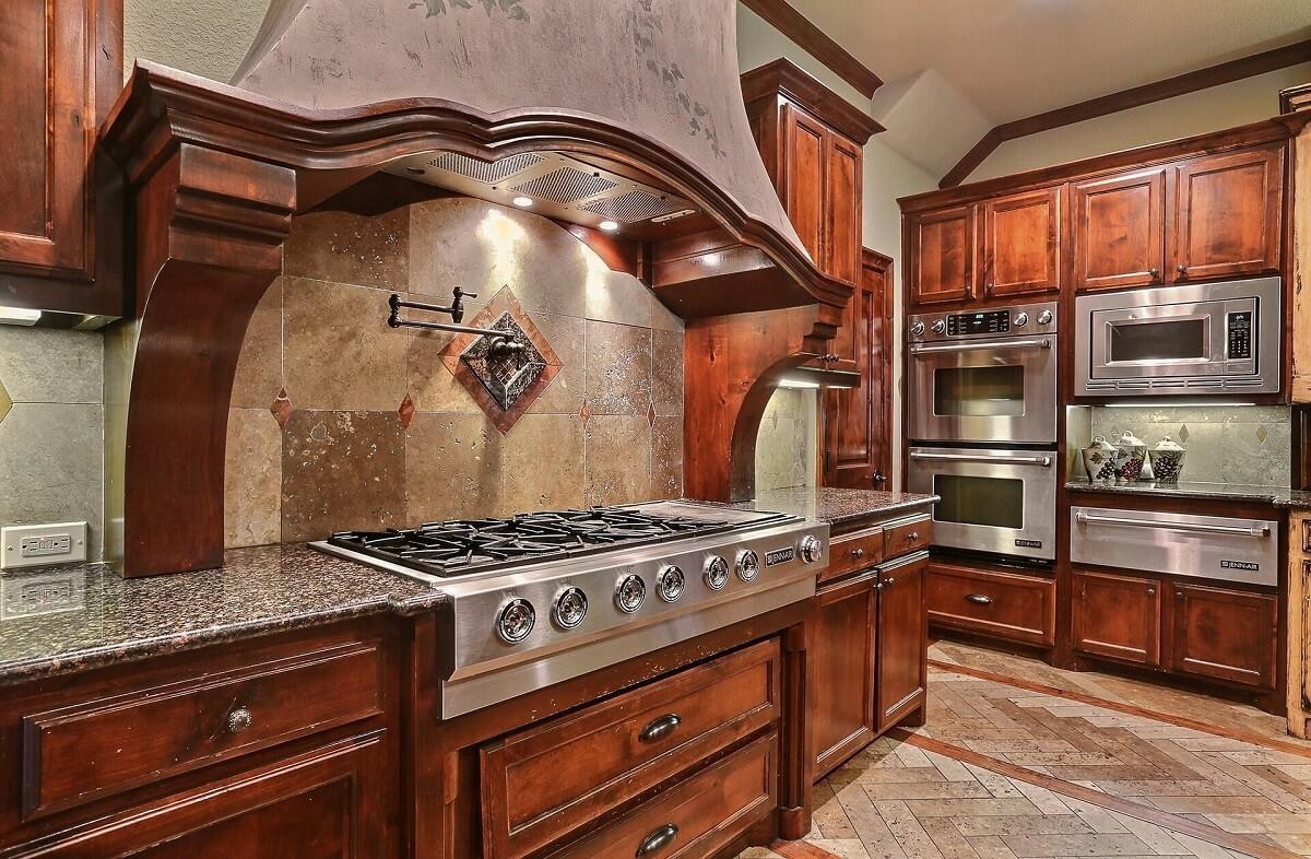 серо-коричневая кухня